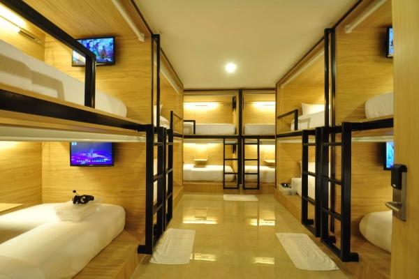 room1E05DE2C4-427B-4710-A55D-F775B5C4B096.jpg