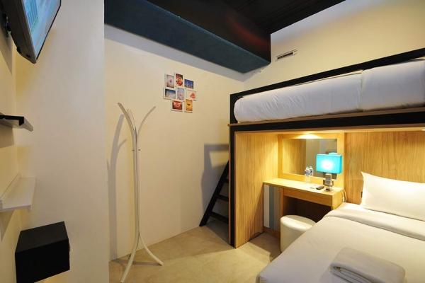 room61B012765-993F-80EB-B617-B61B447143E6.jpg