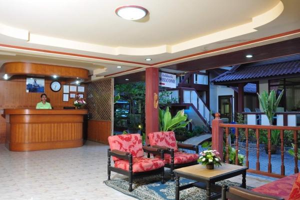 lobby195199EA6-DC9A-C982-C4E0-F747B0AF8E21.jpg