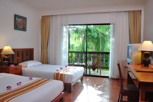 hotel-room09DDF64444-4A07-83F4-C6AC-F4E36096D28F.jpg