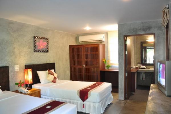 hotel-room136F393AAD-9090-F669-83CE-2C1915FBAF8B.jpg
