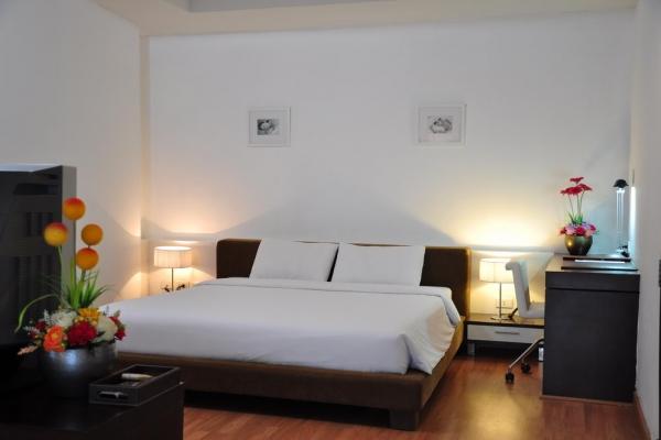 hotel-room158184A7A2-22BE-2C4A-D4E3-C5A3C64BAA6F.jpg