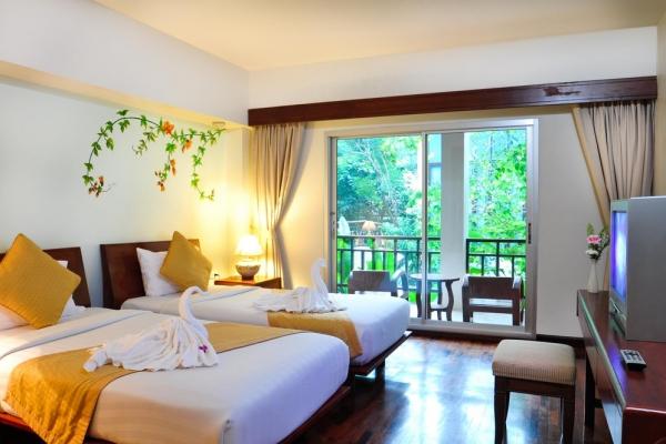 hotel-room46D5447F7B-DE57-739D-D45E-DB8054598BA1.jpg